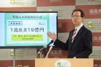 2016年度一般会計当初予算案の説明をする内堀雅雄知事=県庁で