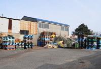ダイコーが無届けで廃棄物を保管していたとみられる倉庫=愛知県稲沢市附島町郷東で、河部修志撮影