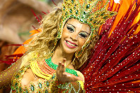 笑顔がすてきな女性=ブラジル・リオデジャネイロのカーニバル大会で2016年2月8日午前5時17分、朴鐘珠撮影