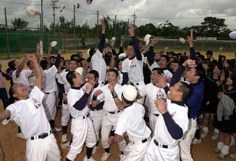 【2001年】宜野座高校(沖縄)大会では4強入りを果たした=2001年1月31日、野田武撮影