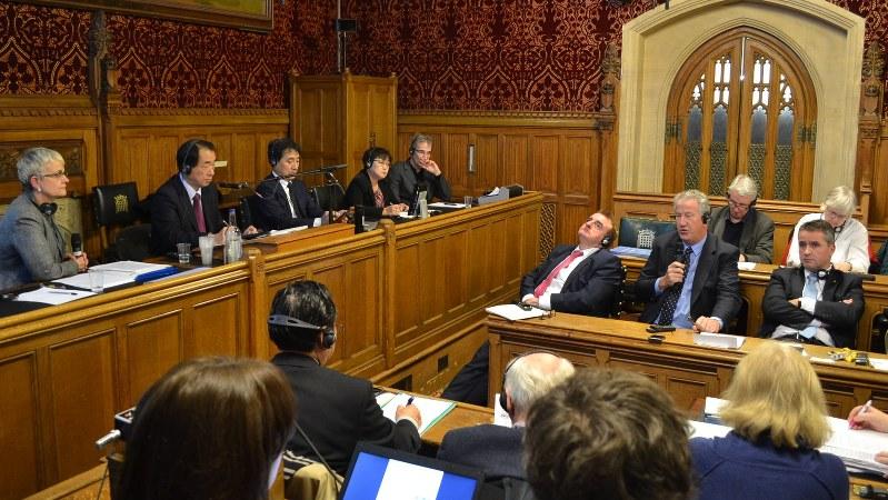 英議会の一室で開かれた原発を考える集会=2016年1月28日、坂井隆之撮影