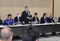 連絡会議の冒頭であいさつする坂井危機管理監=新潟市中央区で
