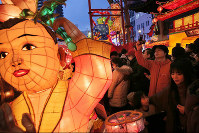Lanterns light up a street of Nagasaki during the Nagasaki Lantern Festival, on Feb. 8, 2016. (Mainichi)