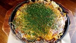 本場の味を再現した「生麺広島お好み焼き」(890円税別)