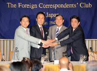 自民党が野党だった2012年9月、党総裁選候補として日本外国特派員協会の記者会見に臨んだ安倍晋三氏(右端)。その後、首相になってから、ここで会見はしていない=矢頭智剛撮影