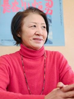 学校設立の苦労やカリマバードの村での思い出を語る登山家の故長谷川恒男さんの妻の昌美さん。「たくさんの人たちの支援で学校ができました。夫も喜んでいると思います」=東京都渋谷区で2016年1月28日、長谷川直亮撮影