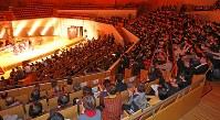 満員のホールで行われた表彰式=川崎市幸区のミューザ川崎シンフォニーホールで2016年2月16日午後4時1分、長谷川直亮撮影