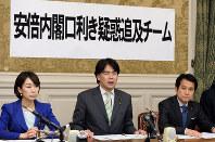 一色武氏と甘利氏の秘書のやり取りの録音データを確認した民主党の調査チーム=国会内で2016年2月15日午後5時17分、徳野仁子撮影