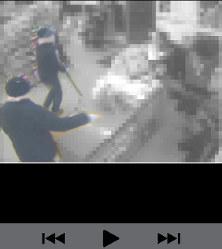 愛知県警捜査1課が公開したコンビニ強盗の動画の一部=ツイッターから