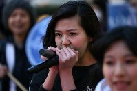 「T-ns SOWL」が呼びかけた安保法制反対デモでコールする高校生=東京都渋谷区で2016年2月21日午後5時36分、後藤由耶撮影