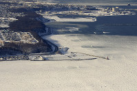 Drift ice is seen off the coast of Abashiri, Hokkaido, on Feb. 22, 2016, in this photo taken from a Mainichi aircraft. Abashiri Port is pictured at left center. (Mainichi)
