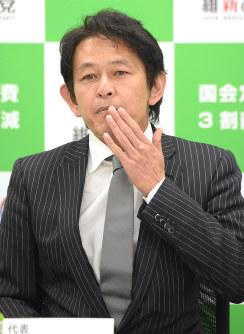 維新の党両院議員懇談会に出席した松野頼久代表=24日、藤井太郎撮影