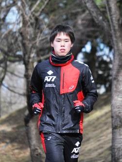 東京マラソンに向け調整に励む福島大3年、井戸川俊さん=福島市の福島大で2016年2月22日午後2時11分、飯山太郎撮影