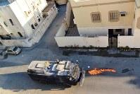 デモ隊を鎮圧するため、住宅街を巡回する地安部隊の装甲車=バーレーン東部シトラ島で2016年2月5日、田中龍士撮影