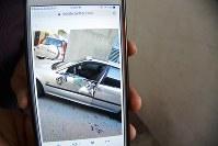 シーア派住民と治安部隊が衝突する中、住民の間でソーシャル・ネットワーキング・サービス(SNS)を通じて共有された画像。治安部隊の装甲車が住宅街に止まっていた乗用車を破壊したという=バーレーン東部シトラ島で2016年2月5日、田中龍士撮影