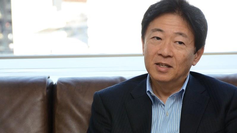 インタビューに答える辻野晃一郎さん