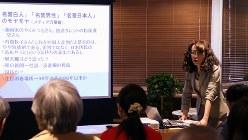 「今いちばん面白い時事トーク」をテーマに講演する山田道子・毎日新聞紙面審査委員