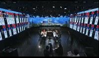 13年の前回参院選の投開票日に、議席予測をスタジオの壁面に表示し生中継した=ドワンゴ提供