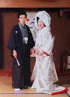 昭和54年の結婚当初、真紀子さんと2人で撮影した写真。結婚後すぐに子供に恵まれ、2人での写真はあまり残っていない=千葉文彦さん提供