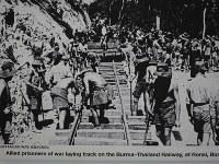 「死の鉄道博物館」に展示されている敷設作業の写真。ミャンマー側で撮影されたとみられる=2016年2月17日、春日孝之撮影