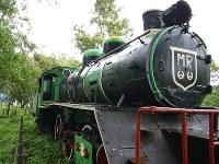蒸気機関車は以前、ミャンマー国鉄(MR)が管理責任者で、黒と緑の2色に塗り替え、煙室扉に「MR」と記していた=2012年7月31日、春日孝之撮影