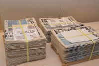 浪江町の新聞販売店に残っていた2011年3月12日付の地元紙=福島県会津若松市の県立博物館で2016年2、金志尚撮影