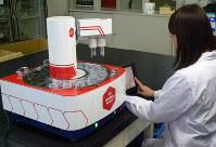 味覚センサーを用いた分析の様子=UCC上島珈琲提供