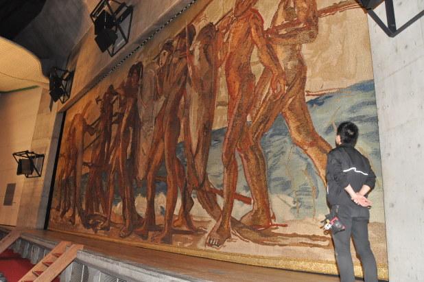 久留米市民会館:「海の幸」緞帳残したい 青木繁の代表作、忠実に再現 ...