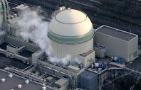緊急停止した関西電力高浜原発4号機=福井県高浜町で2016年2月29日午後4時37分、本社ヘリから貝塚太一撮影