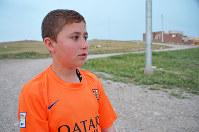 IS少年軍事訓練所から脱出したフェルハン君。「今も友だちが訓練所にいる。なんとか生き延びてほしい」と話した=イラク北部クルド自治区で2015年4月、アジアプレス大阪の玉本英子さん撮影