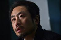 イスラム過激派組織「イスラム国」とみられるグループに拘束された後藤健二さんについて話すジャーナリストの安田純平さん=東京都港区で2015年1月25日