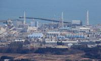 廃炉が進む福島第1原発=福島県大熊町で2016年2月27日、本社ヘリから梅村直承撮影