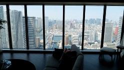 ドゥトゥール50階から見た東京都内の眺望=筆者撮影