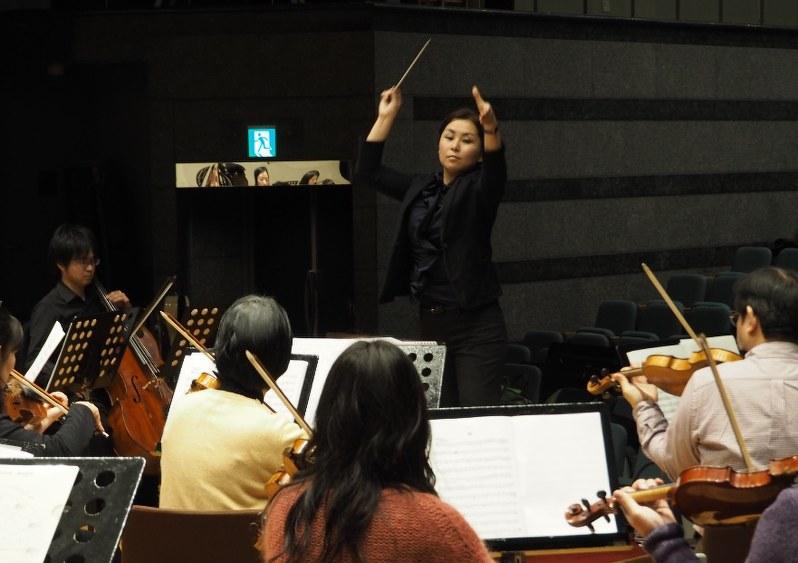 パウゼ:「サムい音楽業界をあったかく」指揮者、岸本さんの挑戦 ...