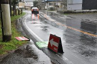 寺内容疑者が発見された現場付近の県道静岡県伊東市十足で2016年3月28日午前9時6分、垂水友里香撮影