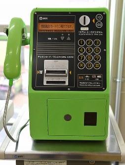 保護された少女が助けを求めて電話をかけた公衆電話=東京都中野区で2016年3月27日午後5時、徳野仁子撮影
