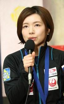 記者会見で大会を振り返る本橋麻里=成田空港で2016年3月29日午後、梅村直承撮影