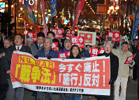 Participants in a demonstration against the enforcement of security legislation are seen marching in the city of Sapporo's Chuo Ward on March 29, 2016. (Mainichi)