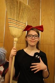 エルサレムで開催されたアニメファンのイベント会場。この女性は「魔女の宅急便」のキキのファン=2016年3月24日、エルサレムで、大治朋子撮影