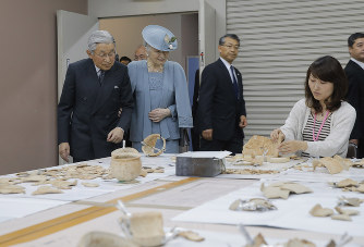 両陛下:橿原考古学研究所を訪問...