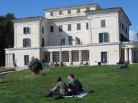 ムソリーニの元邸宅「貴族の館」の裏庭