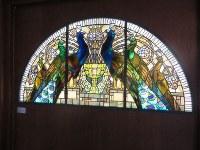 別館「ふくろうの館」は多彩なステンドグラスで飾られ、美術館として利用されている