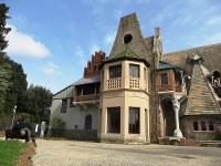 スイスの山小屋風の別館「ふくろうの館」