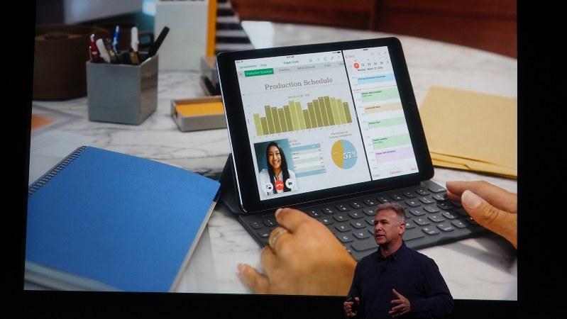 アップルのワールドワイドマーケティングを担当するフィル・シラー上級副社長。新iPad Proの発表に際し「PC代替としての価値」をアピールした