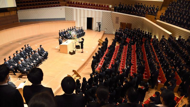 東芝の入社式には930人の新入社員が出席した=川崎市で4月1日、徳野仁子撮影