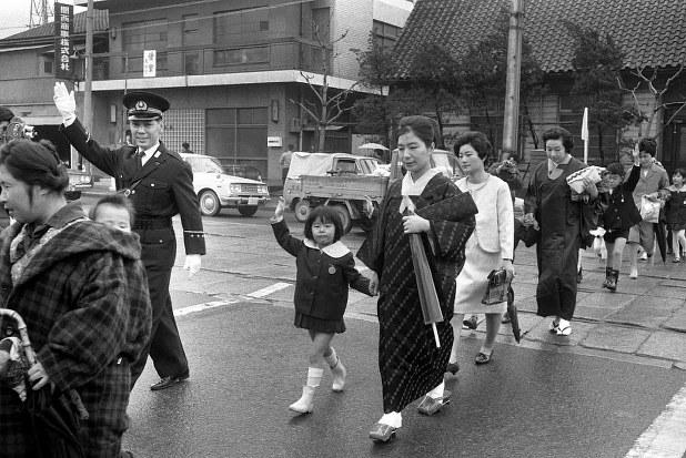 関西50年前:【1966年4月】保存写真で振り返る「今月」 - 毎日新聞
