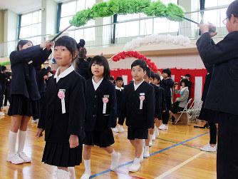 入学式:学びやで希望胸に 公立...