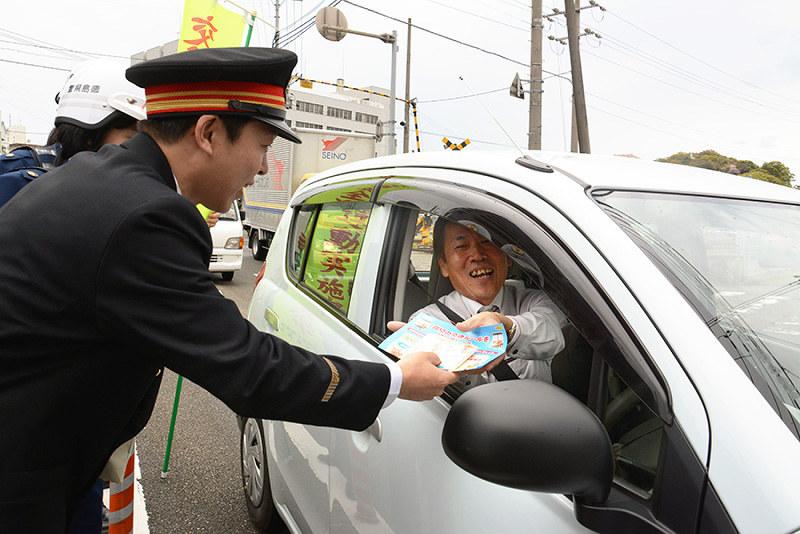 踏切事故防止:安全確認を JR四国など啓発 /徳島 | 毎日新聞