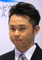 引退を表明した後に唇を噛み締める北島康介選手=東京辰巳国際水泳場で2016年4月10日、梅村直承撮影
