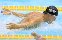 男子100メートルバタフライ決勝を制した藤井拓郎=東京辰巳国際水泳場で2016年4月10日、梅村直承撮影